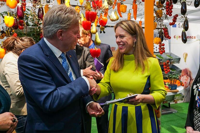 Jaap Bond ontmoet minister Schouten tijdens Grüne Woche 2020 in Berlijn.