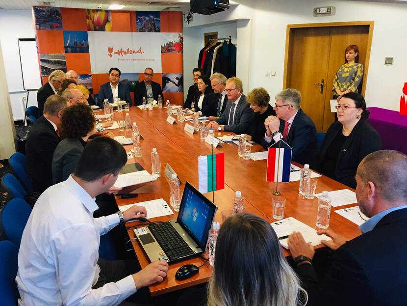 Round table discussion during NLinBusiness mission to Bulgaria