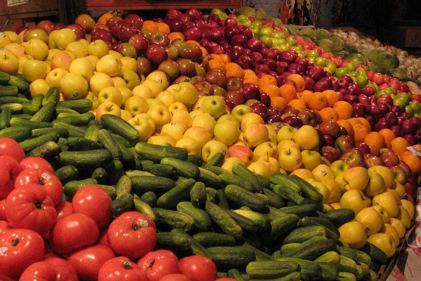Fruit varieties at a stand